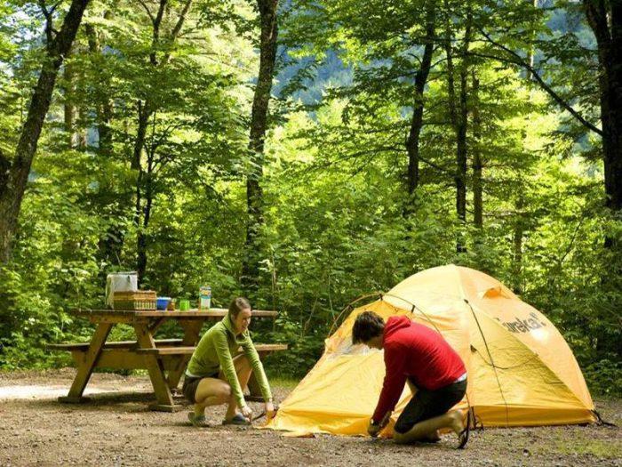 Aliments en camping: astuces efficaces pour bien les conserver