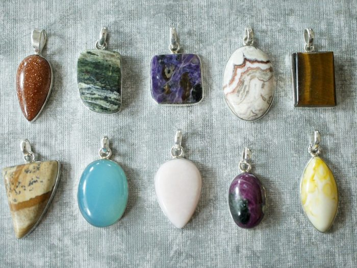 La lithothérapie : Quels sont les vertus et pouvoirs des pierres et cristaux ?